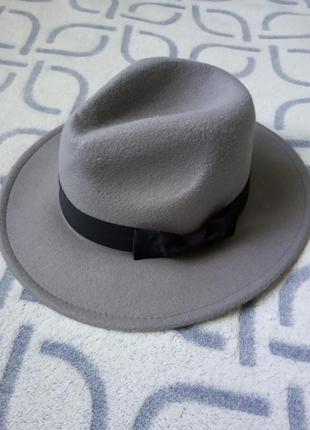 Шляпа женская федора с устойчивыми полями с бантом светло - серая