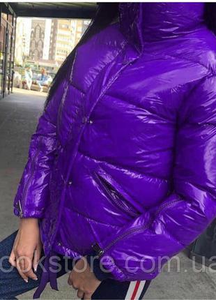 Женская стильная куртка из глянцевой плащевки фиолетовая