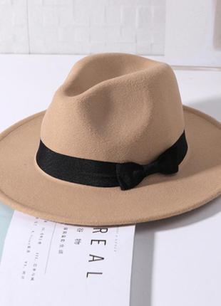 Шляпа женская федора с устойчивыми полями бежевая с бантом