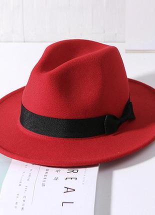 Шляпа женская федора с устойчивыми полями красная с бантом