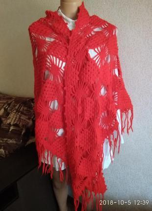 Треугольный вязаный красный платок шарф