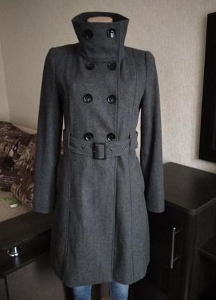 Двубортное актуальное шерстяное пальто военный стиль