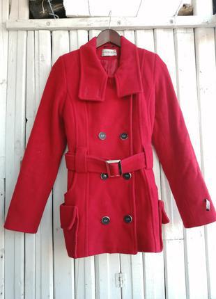 Красное пальто venefika vestis пальтишко