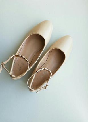 Бежевые балетки с ремешком туфли бежеві туфлі туфельки