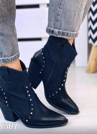 Черные козаки сапоги ботинки на каблуках ботильины чоботи