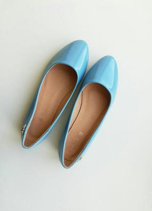 Голубые лаковые балетки лакові туфли блакитні туфлі лодочки