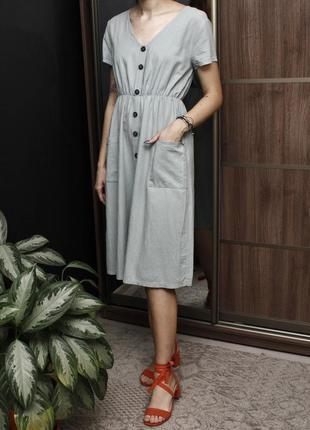Базовое фисташковое платье миди с актуальными пуговицами