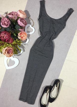 Актуальное платье по фигуре в полоску.