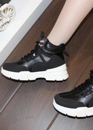 Женские черные высокие кроссовки