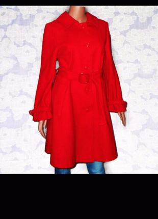 Женское красное, шерстяное пальто на пуговицах с поясом