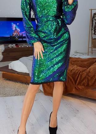 Платье футляр с отделкой пайетками