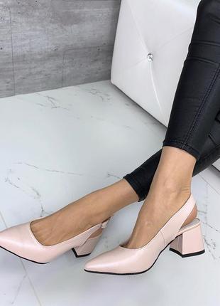 Пудровые туфли лодочки на низком каблуке,кожаные туфли с остры...