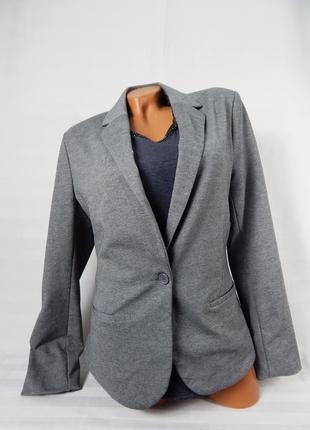 Весенний стильный пиджак
