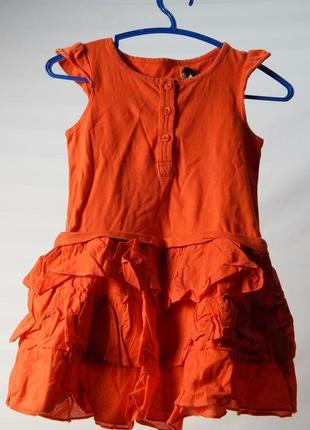 Яркое платье с рюшами