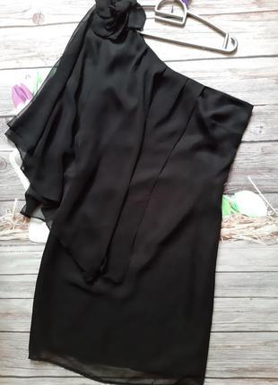 Нарядное черное платье на одно плечо