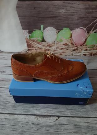 Стильные туфли оксфорды броги