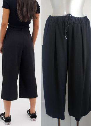 Стильные брюки кюлоты h&m черного цвета со шнурком