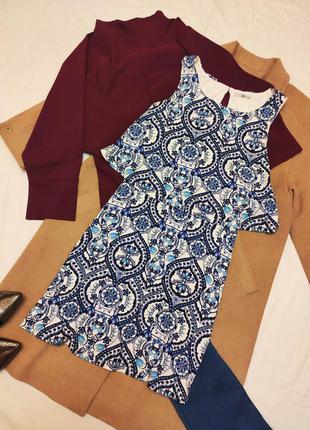 Платье трапеция синее голубое белое трикотажное с накидкой баз...