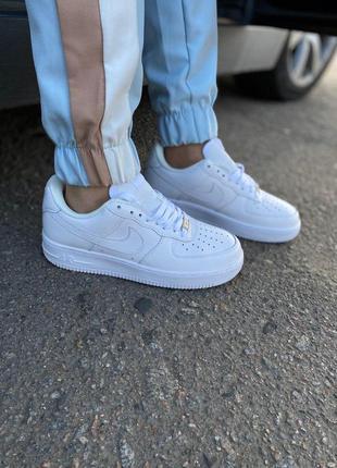 Стильные кожаные женские кроссовки nike air force в белом цвет...