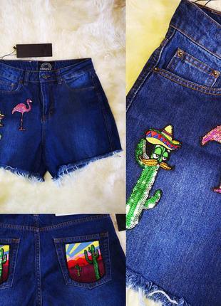 Красивые джинсовые шорты с нашивками высокая посадка