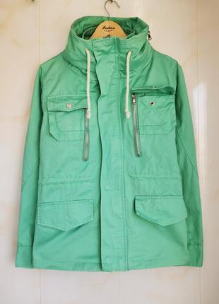 Легкая текстильная весеняя куртка
