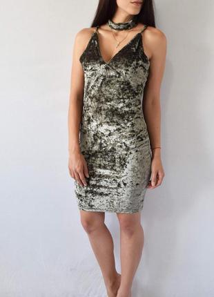 Бархатное платье с чокером