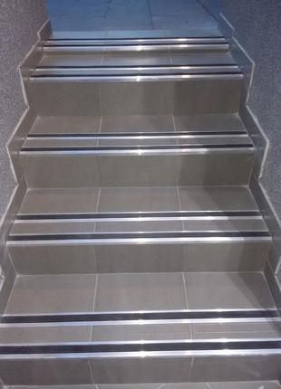 Антискользящая накладка на ступени алюминиевая с резиной