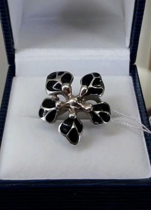 Серебряное кольцо с черной емалью