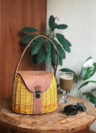 женская плетёная сумочка