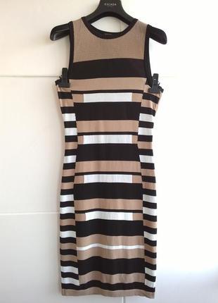 Стильное платье в горизонтальную полоску с вырезом на спине
