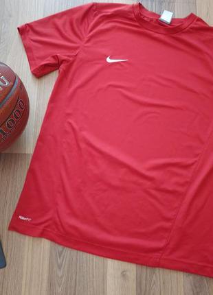 Чоловіча спортивна футболка nike fit