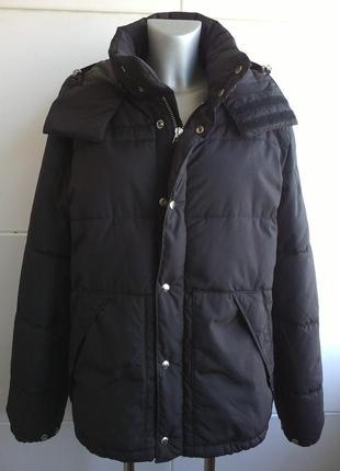 Стильная мужская стёганая куртка с капюшоном h&m  черного цвета