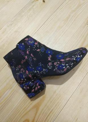 Ботинки с вышивкой р.37