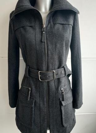 Пальто zara графитового цвета с накладными карманами