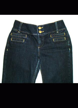 Темно синие, стрейчевые, расклешенные, с высокой посадкой джинсы