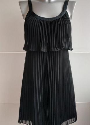 Очень красивое и оригинальное платье плиссе черного цвета