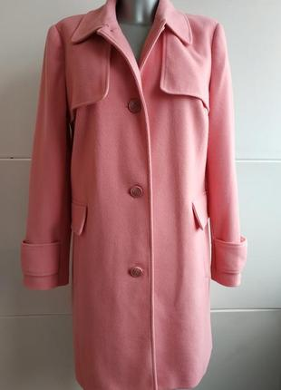 Пальто george в пастельных розовых тона.