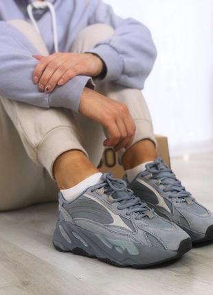 Стильные унисекс кроссовки adidas yeezy 700 в синем цвете (вес...