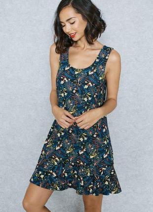 Базовое красочное платье сарафан в мелкий цветок оверсайз кроя...