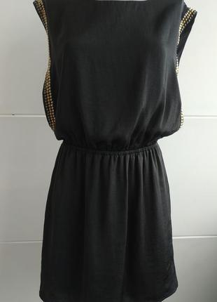 Оригинальное платье h&m черного цвета с декором золотистого цвета