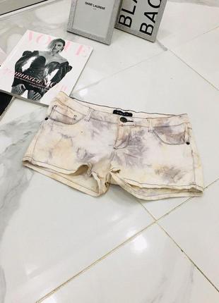 Трендовые мраморные разноцветные джинсовые шорты