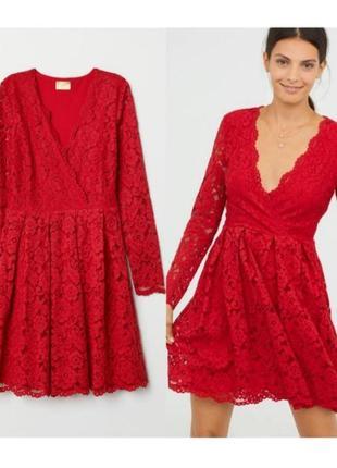 Красное платье из кружева