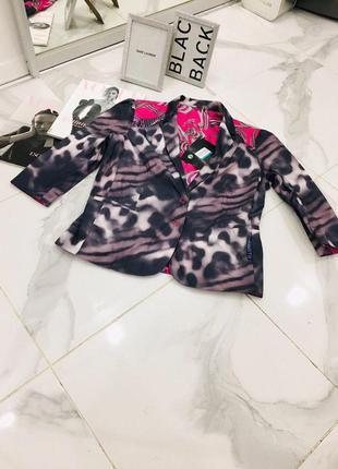 Новый красочный стильный пиджак с принтом рисунком