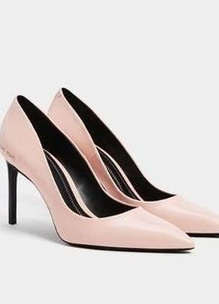 Розовые туфли на высоком каблуке-шпилька с острым носом