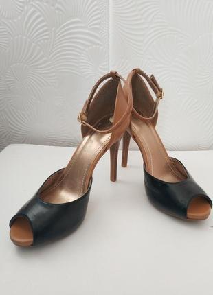 Стильные туфли bcbg на высоком каблуке-шпилька