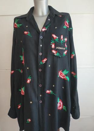 Стильная рубашка с вышивкой красивых цветов свободного кроя