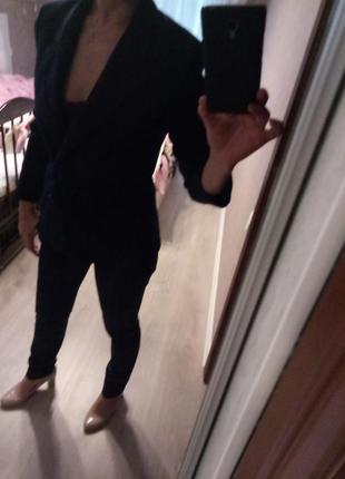 Темно-синие зауженные брюки