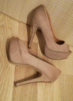 Нюдовые,пудровые замшевые туфли на шпильке,на высоком каблуке