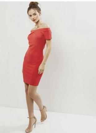 Красное платье со спущенными плечами cameo rose