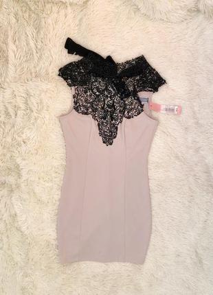 Новое с биркой нюдовое платье с кружевной шеей lipsy london ра...